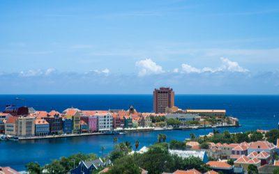 Drijvende droogdokken veilig gearriveerd bij Damen Shiprepair Curaçao